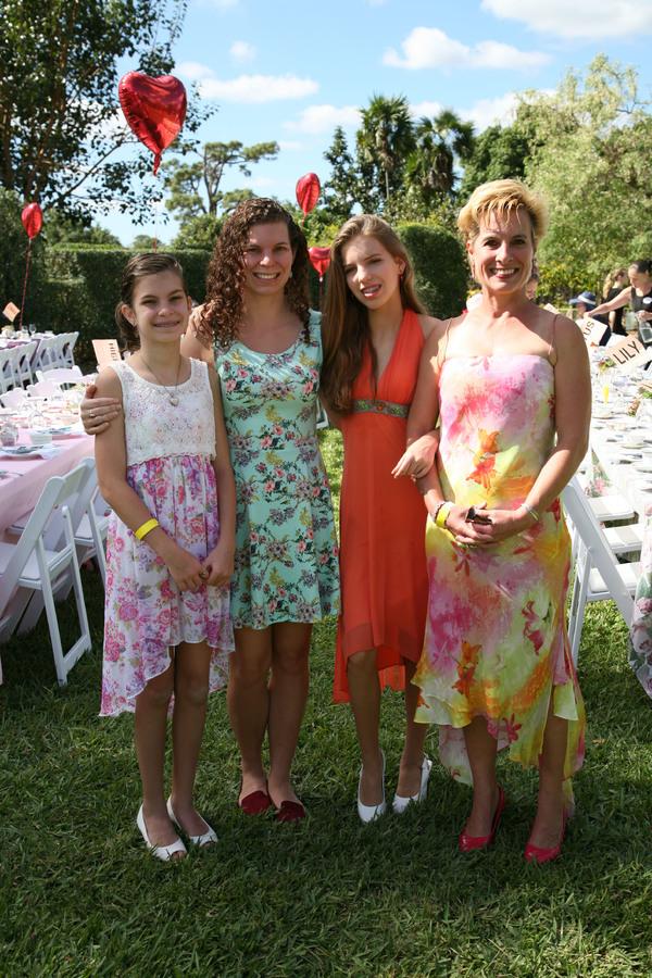Gabrielle, Amanda, Courtney, & Kimberly Helms