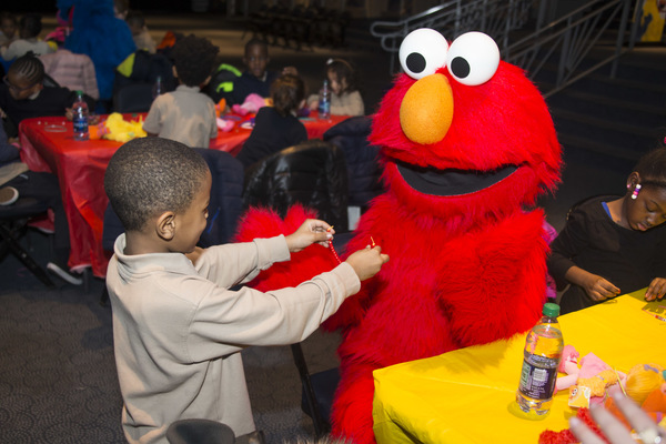 Photo Flash: Inside The SESAME STREET LIVE Friendship Bracelet Making Event  At Madison Square Garden
