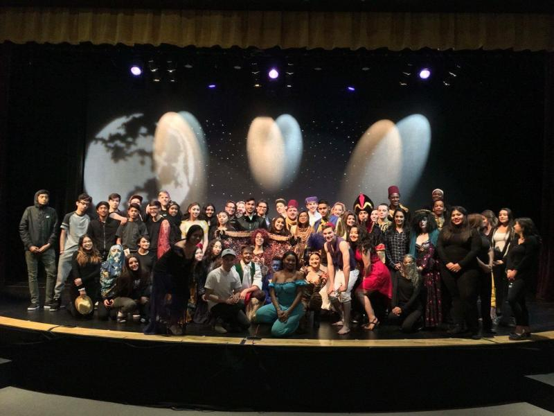 Photo of the Durango High School cast of Aladdin Dual Language edition.