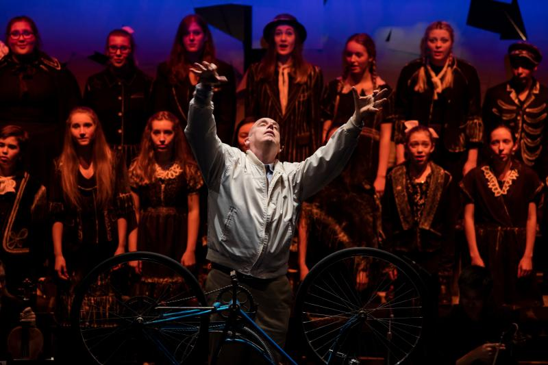BWW Review: Experience the Timeless Magic of the New Vic's THE AGING MAGICIAN