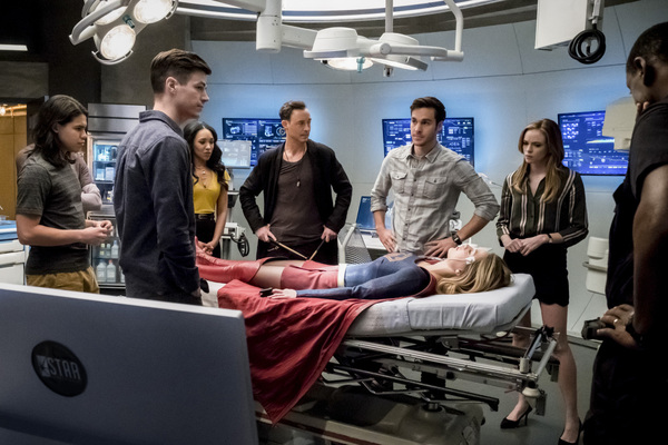 Pictured (L-R): Carlos Valdes as Cisco Ramon, Grant Gustin as Barry Allen, Candice Patton as Iris West, Tom Cavanagh as Harrison Wells, Chris Wood as Mike, Melissa Benoist as Kara/Supergirl, Danielle Panabaker as Caitlin Snow, and David Harewood as Hank H