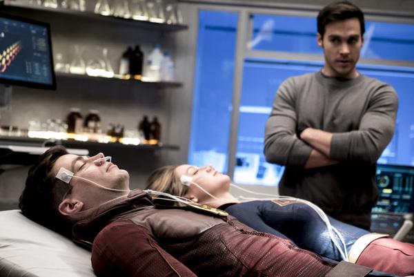 Photo Flash: Darren Criss, Jeremy Jordan & More in FLASH/SUPERGIRL Musical Episode