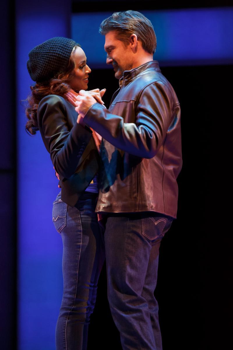 BWW Review: Deborah Cox Dazzles Nashville Audiences in THE BODYGUARD