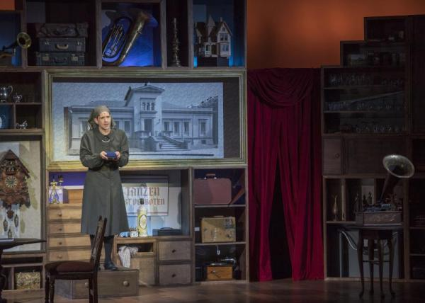 BWW Review: Lyric Theatre's I AM MY OWN WIFE Showcases Matthew Alvin Brown's Multifaceted Skill