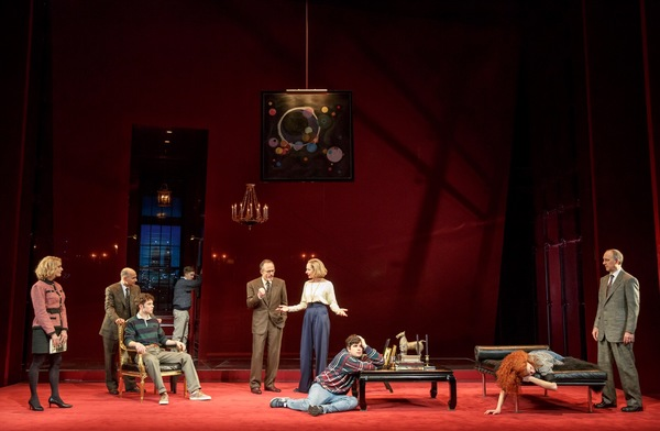 Photo Flash: First Look at Allison Janney & More in SIX DEGREES OF SEPARATION