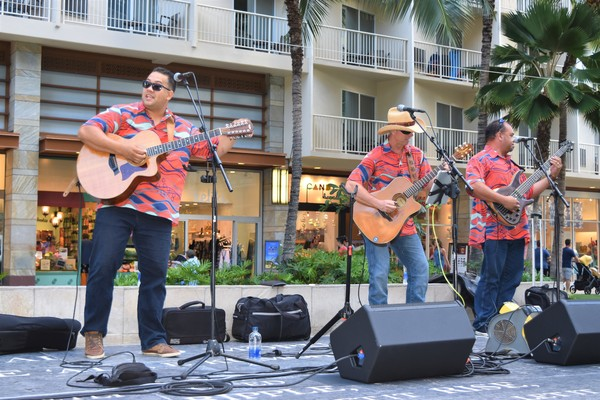 BWW Review: Maunalua Thrills Locals and Visitors at NA MELE NO NA PUA SUNDAY SHOWCASE
