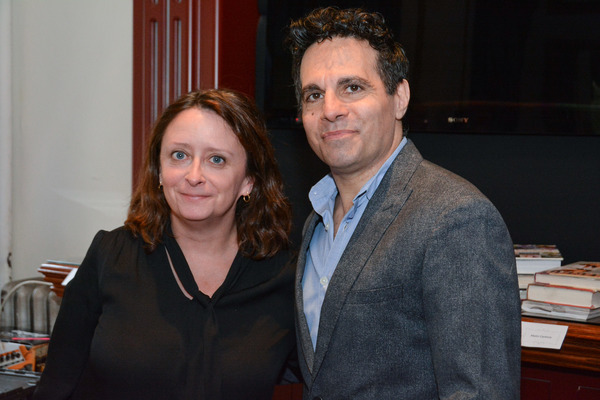 Photos: Gina Gershon, Rachel Dratch, and More Join in CELEBRITY AUTOBIOGRAPHY