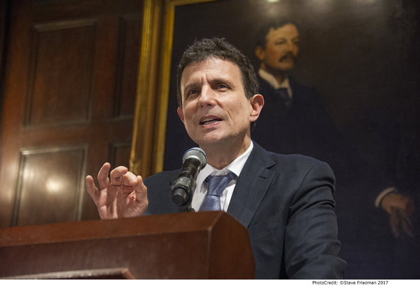 Photo Flash: Dutch Treat Honors New Yorker Editor David Remnick with Gold Medal for Achievement in the Arts