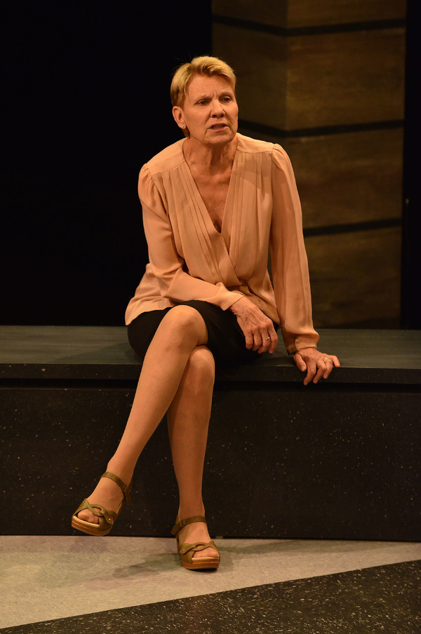 Dr. Lorna James (Lindsay Crouse)