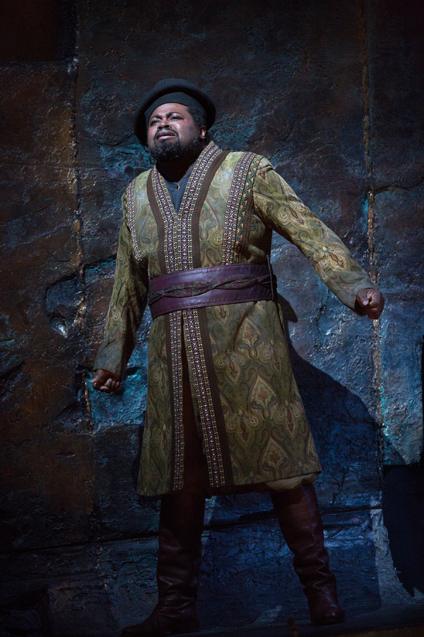 Photo Flash: Plácido Domingo Returns to the Big Screen as the Title King in NABUCCO