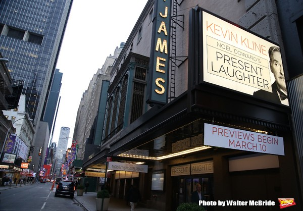 BWW Flashback: The Last Laughs- PRESENT LAUGHTER Takes Its Final Broadway Bow Today
