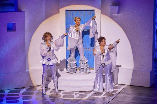 Photo Flash: First Look At The New Cast Of MAMMA MIA!