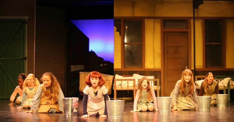 BWW Review: Alhambra Dinner Theatre presents ANNIE