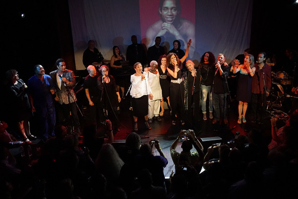 WEST HOLLYWOOD - JUL 13: Lee Curreri, Cynthia Gibb, Erica Gimpel, Valerie Landsberg, Carlo Imperato, PR Paul, Billy Hufsey, Debbie Allen, Jesse Borrego at the 35th Anniversary Reunion Concert of 'FAME' To Benefit The Actors Fund at Troubadour on July 13,