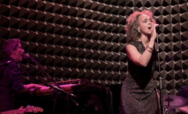BWW Review: gina Breedlove Welcomes You Home In Her Intimate, Vibrant Performance at Joe's Pub