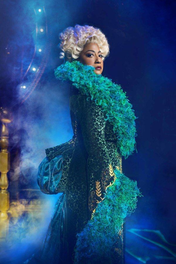 Photo Flash: First Look at New West End Cast of WICKED