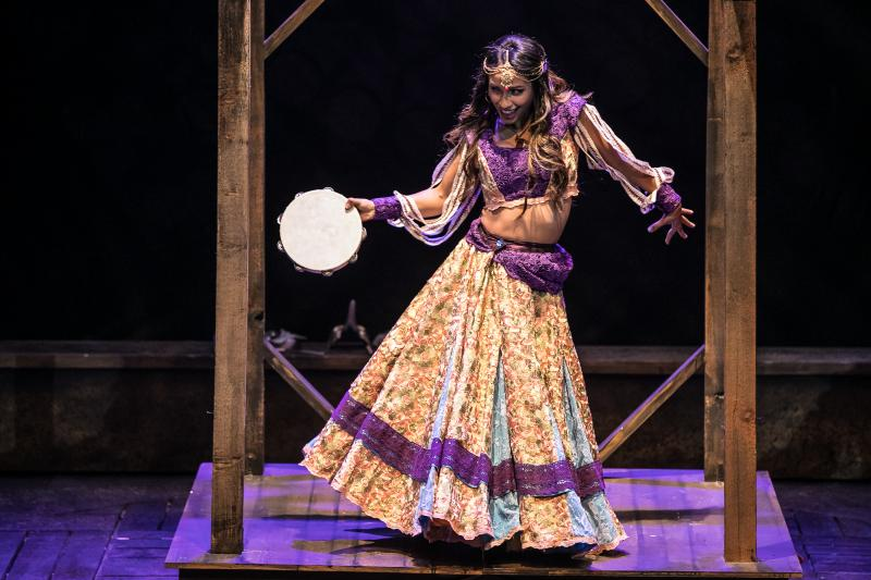 BWW Review: THE HUNCHBACK OF NOTRE DAME at Aurora Theatre And Theatrical Outfit