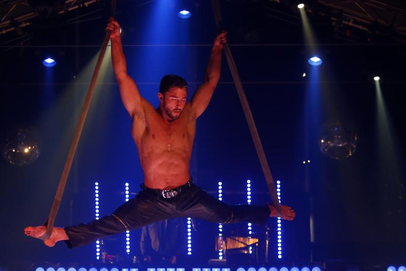 BWW REVIEW: Disco, Circus and Cabaret Combine To Create The Energetic And Inspiring VELVET