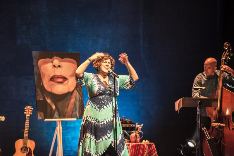 BWW REVIEW: Queenie van de Zandt brings BLUE: THE SONGS OF JONI MITCHELL to Hayes Theatre