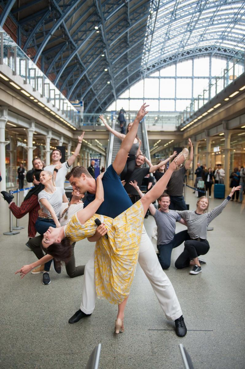 BWW TV: AN AMERICAN IN PARIS Stars Ashley Day, Leanne Cope and More Surprise Passers-by with Performance at St Pancras