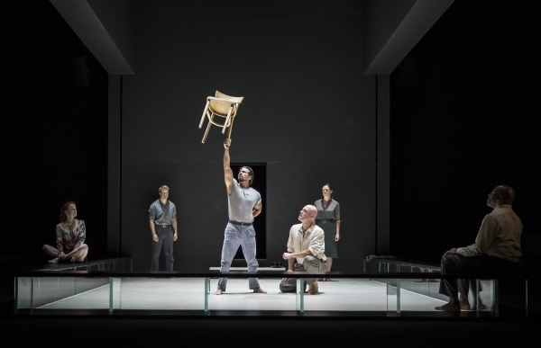Photo Flash: First Look at Ivo van Hove's A VIEW FROM THE BRIDGE at Goodman Theatre