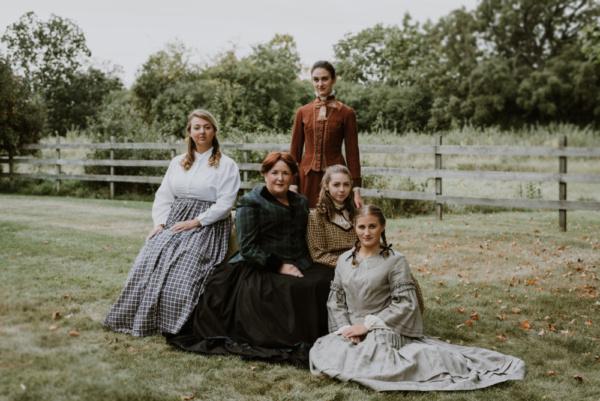 Hannah Esch, Paula Garcia, Kat Geertsen, Ella Rose Kleefisch and Courtney Denzer Photo