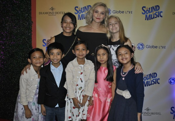 Photo Coverage: Andrew Lloyd Webber-Produced THE SOUND OF MUSIC Opens in Manila; Show Runs Until 10/22