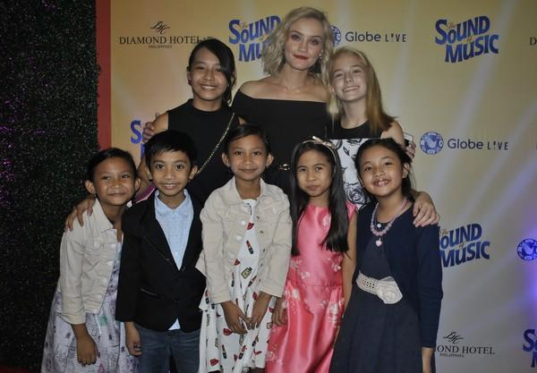 Carmen Pretorius with the von Trapp kids