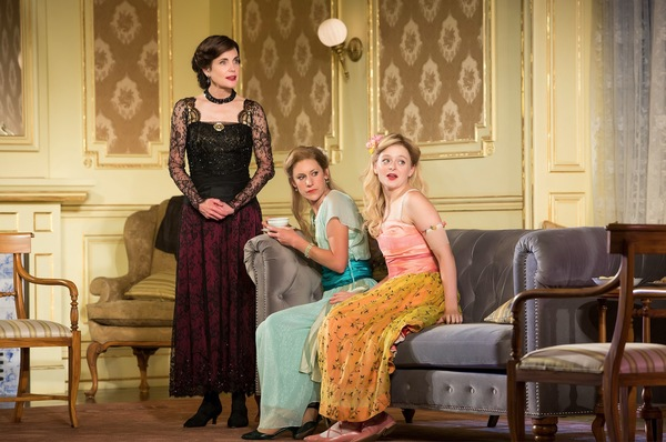 Photo Flash: First Look at Elizabeth McGovern & Company in TIME AND THE CONWAYS