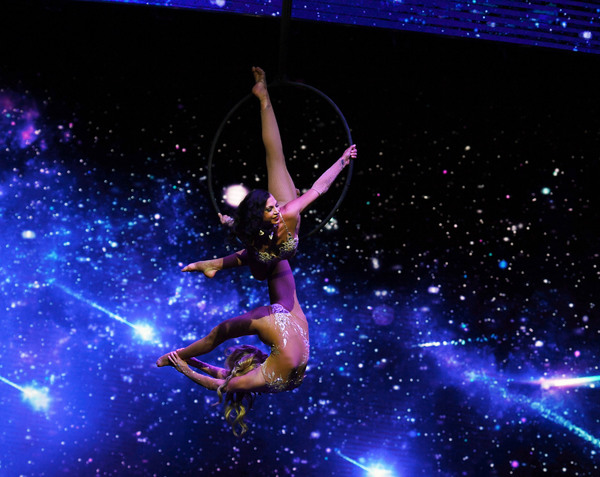 Photo Flash: WOW - WORLD OF WONDER Makes a Splash at the Rio on Opening Night