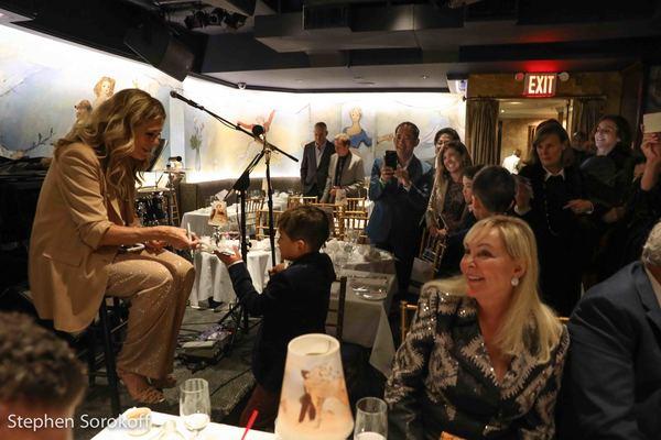 Rita Wilson & Fans Photo