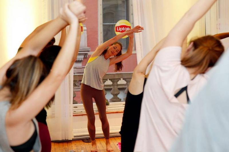BWW Interview:  Tara Stiles Talks LIPTON WELLNESS RANGE TEAS and Strala Yoga