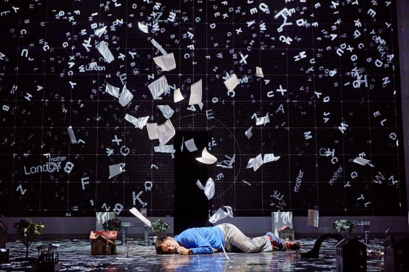 BWW Review: Mirvish's THE CURIOUS INCIDENT OF THE DOG IN THE NIGHT-TIME is a Surreal Visual Feast