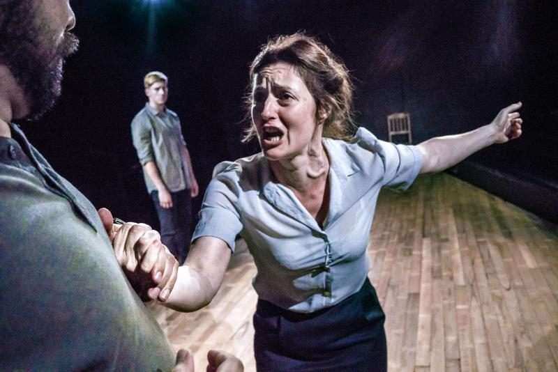 BWW REVIEW: A VIEW FROM THE BRIDGE Is A Window Into A Not So Distant Past And Some Unfortunately Still Current Ideas