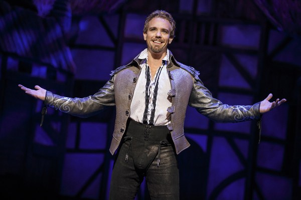 BWW Morning Brief October 25th, 2017: LOVE NEVER DIES Tour Opens, HAIR Tribe Reunites, and More!