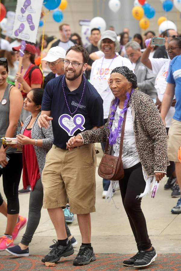 Photo Flash: Edward James Olmos, Sharon Lawrence and More 'Walk4ALZ' in Los Angeles