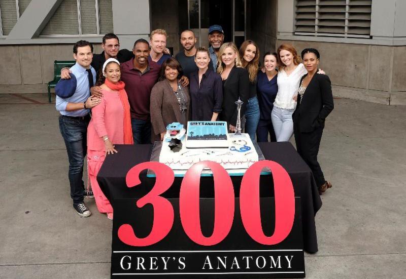 Photo: Cast of GREY\'S ANATOMY Celebrates 300th Episode