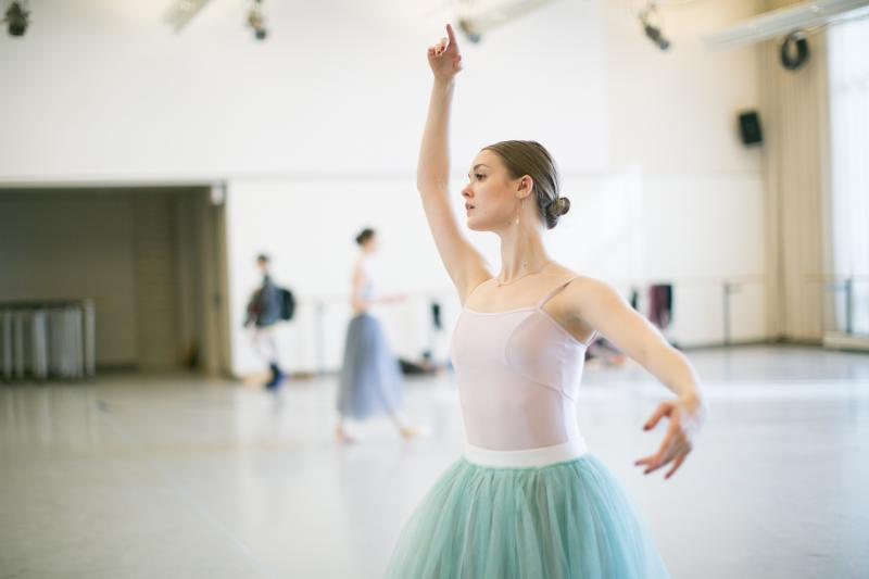 BWW Interview: Q&A with National Ballet's Hannah Fischer on THE WINTER'S TALE