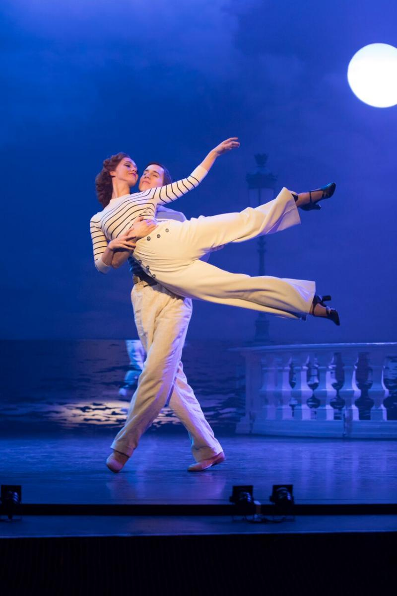 BWW Review:  Matthew Bourne Brings Screen Dance Classic THE RED SHOES To The Stage