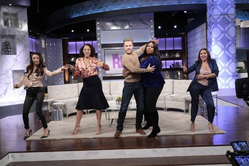 Sneak Peek - Derek Hough Dances The 'Cucaracha' With The Ladies of THE REAL