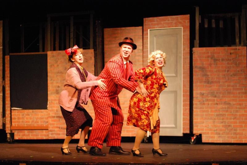 BWW Review: ANNIE at Broad Brook Opera House