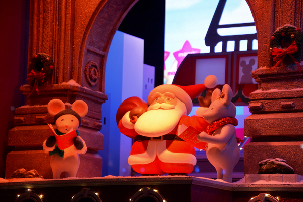Photos: The Holidays Are Here! Macy's Unveils Iconic 2017 Windows Displays