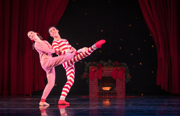 Smuin dancers Terez Dean and Mengjun Chen in The Christmas Song, choreographed by Smu Photo