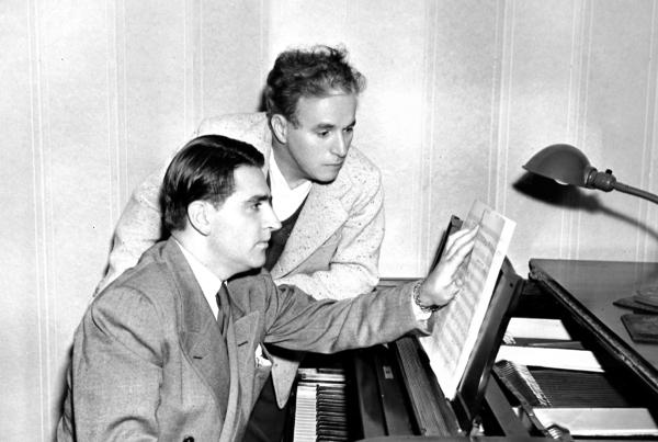Willson at the piano with Charlie Chaplin, circa 1940.