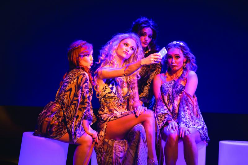 BWW REVIEW: Heart-warming And Hilarious, MURIEL'S WEDDING THE MUSICAL Is A Brilliant New Australian Musical That Must Not Be Missed