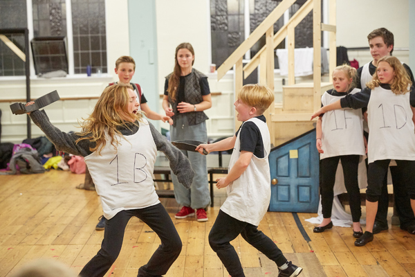 Photo Flash: In the Rehearsal Room for Rose Theatre Kingston's ALICE IN WINTERLAND