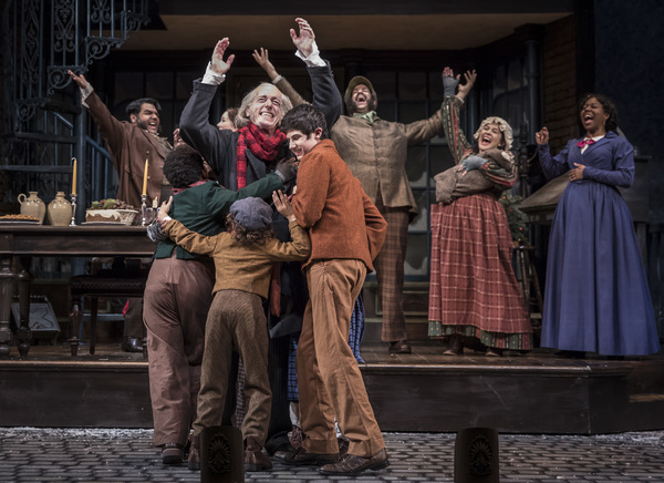Photo Flash: First Look at Goodman Theatre's 40th Annual Production of A CHRISTMAS CAROL