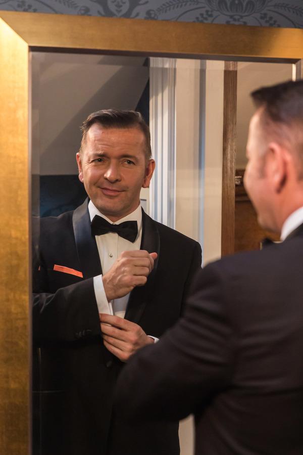 Garrett Phillips (Frank Sinatra)