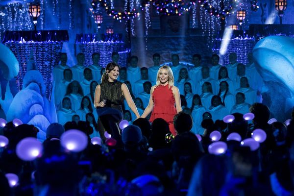 IDINA MENZEL, KRISTEN BELL Perform on  THE WONDERFUL WORLD OF DISNEY: MAGICAL HOLIDAY CELEBRATION on The ABC Television Network