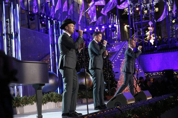 Photo Flash: Leslie Odom Jr. & More Perform on CHRISTMAS IN ROCKEFELLER CENTER